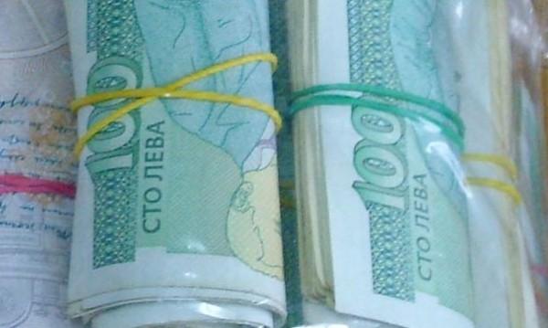 Откраднаха левове, долари и евро от апартамент в Поморие