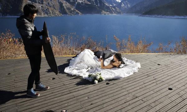 Сватба под водата - в Китай развихрят въображението си