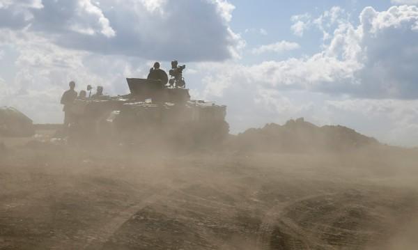 Украинската армия се изтегли от най-голямото летище в Луганск