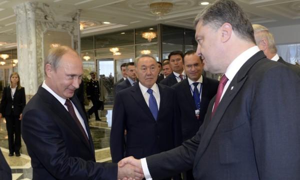 Путин и Порошенко договориха спиране на огъня в Донбас
