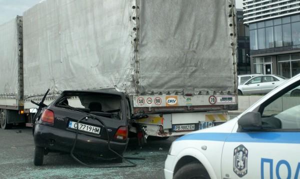 """Два ТИР-а и четири коли се удариха във """"Витиня"""""""