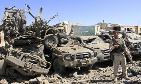 18 убити и 150 ранени при нападение на талибани в Афганистан