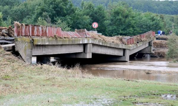 Бедствието удари 20 населени места, реките ще се покачват още