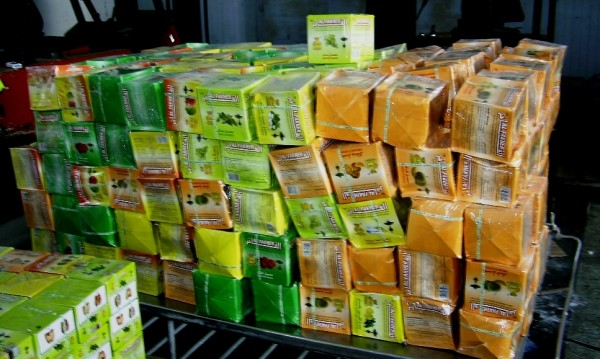 Митничари осуетиха контрабанда на тютюн и парфюми