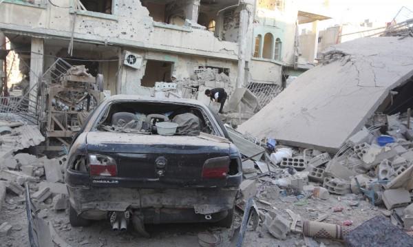 Близо 50 души загинаха при въздушни удари в Сирия
