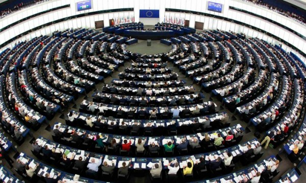 "Руска преса: Евродепутатите ""наливат санкции в огъня"""