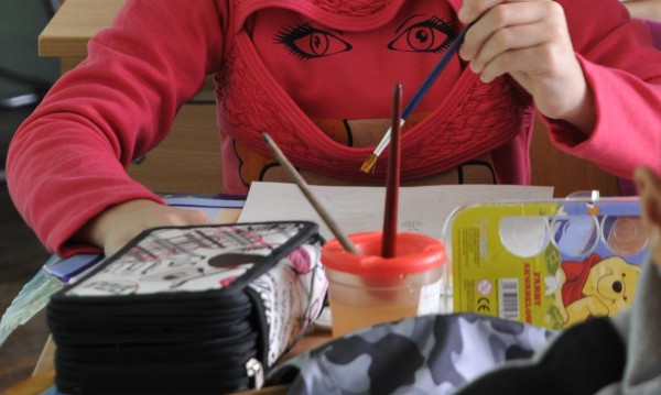 Смартфон или четка и молив