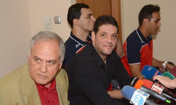 Константинов остава начело на националния отбор