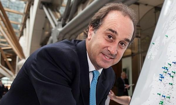 Британски министър подаде оставка заради скандал с порноснимки
