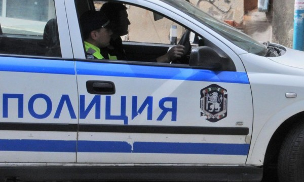 Дете е с опасност за живота след катастрофа в Добричко
