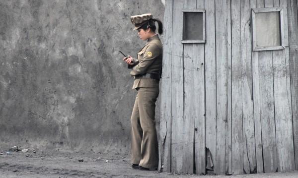 В Пхенян пуснаха указания как да се говори по GSM