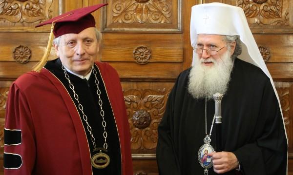 Патриарх Неофит: В дните на Рождество да си спомним за нуждаещите се
