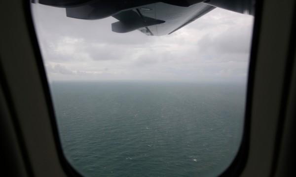 """Френски експерти търсят черните кутии на самолета на """"ЕърЕйша"""""""