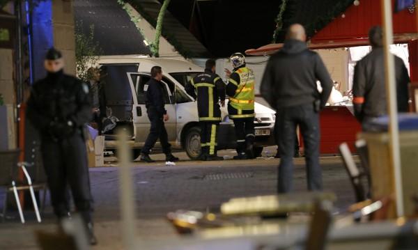 Седем души са ранени при сблъсъци между близо 200 имигранти в Кале