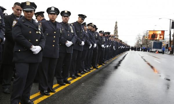Хиляди гневни полицаи обърнаха гръб на кмета на Ню Йорк