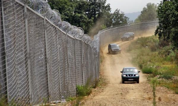 Военни не могат да пазят границата, призна Ненчев