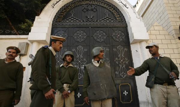 Двама египетски полицаи бяха застреляни до коптска християнска църква