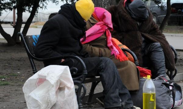 Заради студа във Варна слагат допълнителни легла за бездомници в СУПЦ