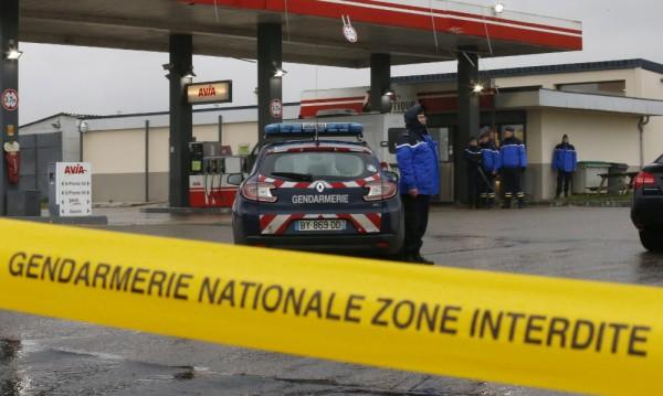 Френската полиция е по дирите на терористите от Париж