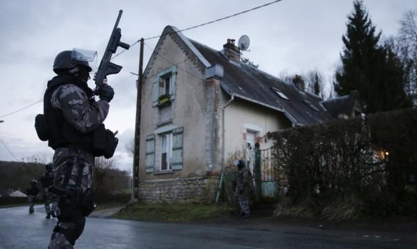 Търсят братята Куаши в гори на 90 км от Париж