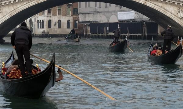 Сложиха регистрационни номера на гондолите във Венеция