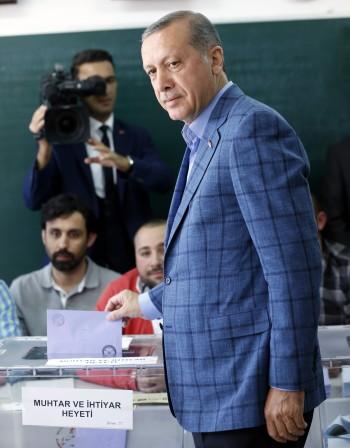 Ердоган и президент, и модно гуру в Турция