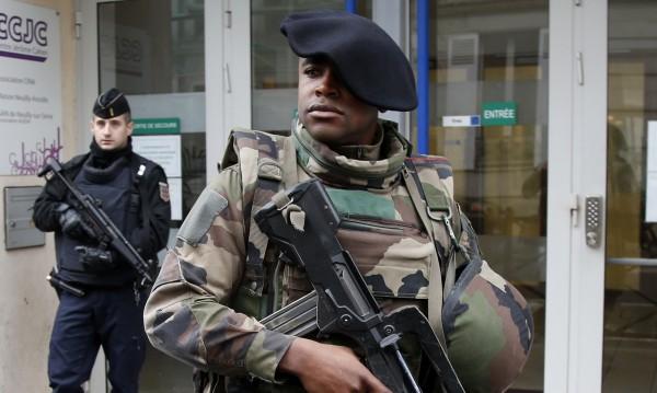 Строги присъди за французи за оправдаване на тероризма