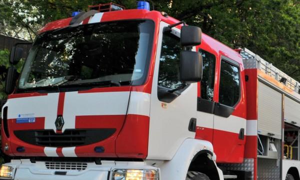 Изгоряха 50 кв. м. от покрива на запалилия се хотел в Банско