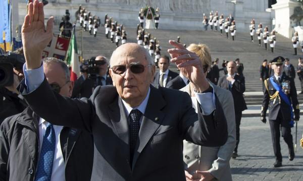 Президентът на Италия Наполитано подаде оставка