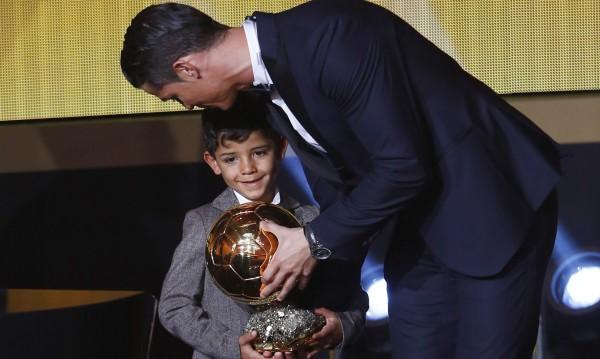 Синът на Роналдо се оказа почитател на Меси