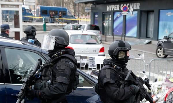 Откриха улики за потенциален четвърти атентатор в Париж