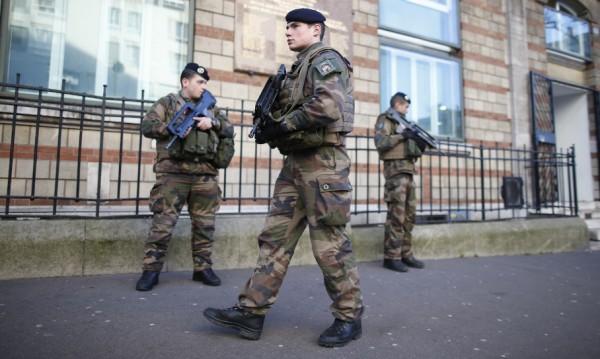 Парижка гара беше евакуирана след бомбена заплаха
