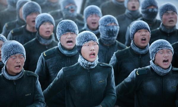 Китай забрани на военните си да имат странични доходи