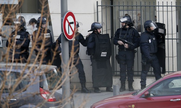 Повдигнаха обвинения на четирима за атентатите в Париж