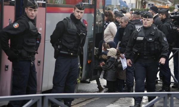 Франция ще бори радикалния ислям с мерки в училищата