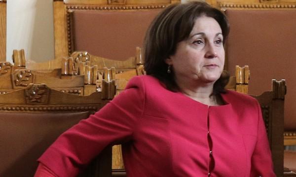 Кабинетът няма да озаптява медиите, обеща Бъчварова