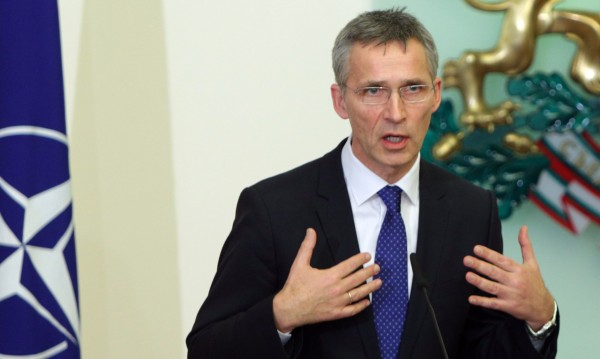 Столтенберг: Отбраната не противоречи на диалога с Русия