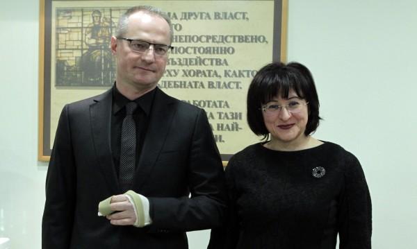 Депутатите да решат проблема с бягството на Галеви и сие