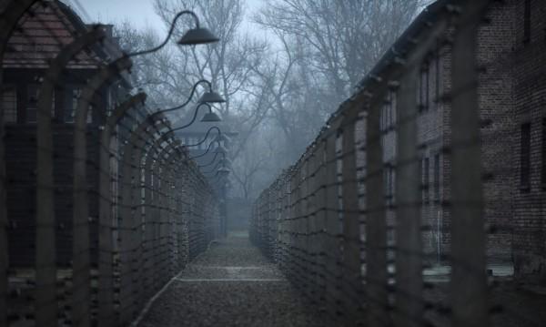 Ужасите на миналото тегнат над полския град Освиенцим