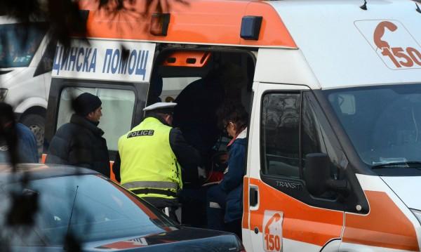 Намериха мъж в безпомощно състояние на тротоар в Карлово