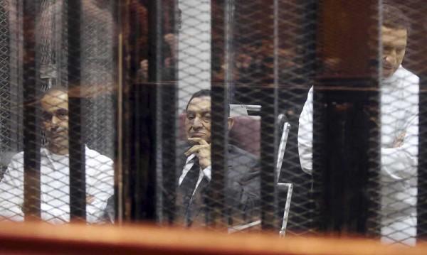 Синовете на Мубарак излязоха на свобода