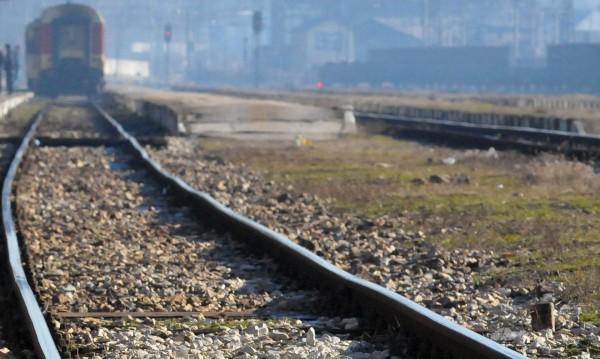 Мотриса се удари в камион на жп прелез в Пловдивско