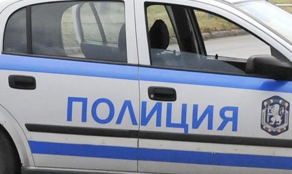 Зеленчуков магазин и бус осъмнаха със забити кирки в Бургас