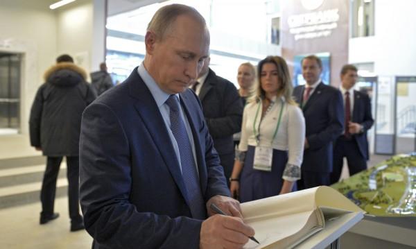 Русия възложи строителството на моста до Крим на приближен на Путин