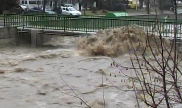 Десетки къщи са наводнени в Смолянско, има свлачища