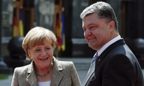 Оланд, Меркел и Порошенко призоваха за мир в Украйна