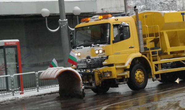 Над 150 снегорина са работили през нощта в София