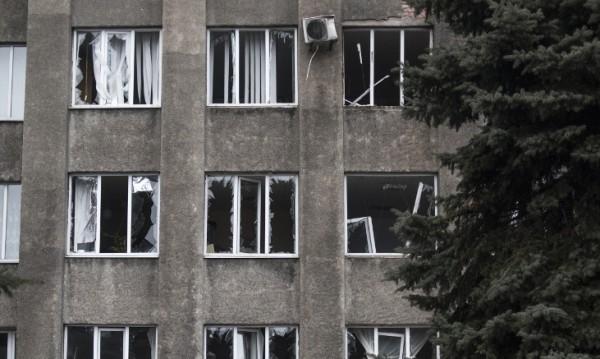 Снаряд удари болница в Донецк