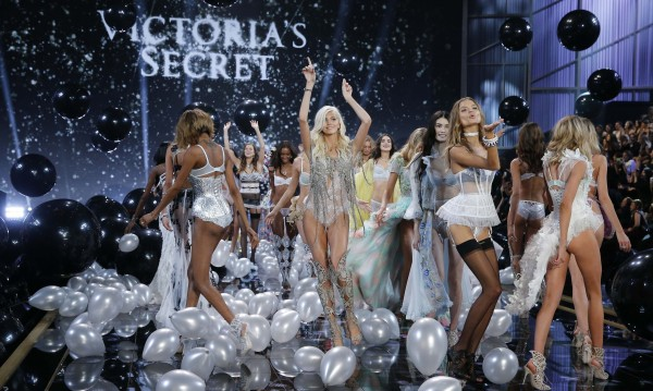 Натискат Victoria's Secret да пускат бельо с големи размери