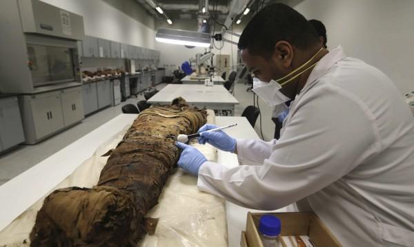 В Египет откриха две мумии, плавали по канализация